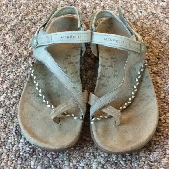ef8da4dac358 MERRELL Sandals women s size 9 gray. M 5b4424d82beb7925e198c89d